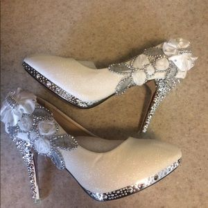 Gorgeous dress pumps, never worn